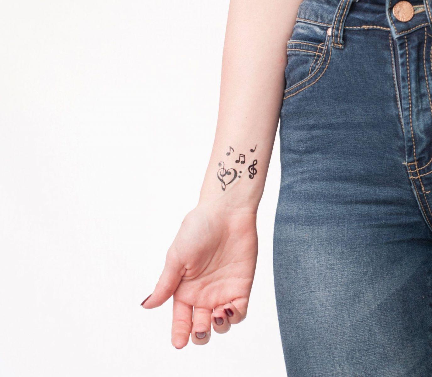Эскизы для женских татуировок на запястье