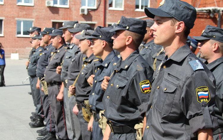 построение полицейских