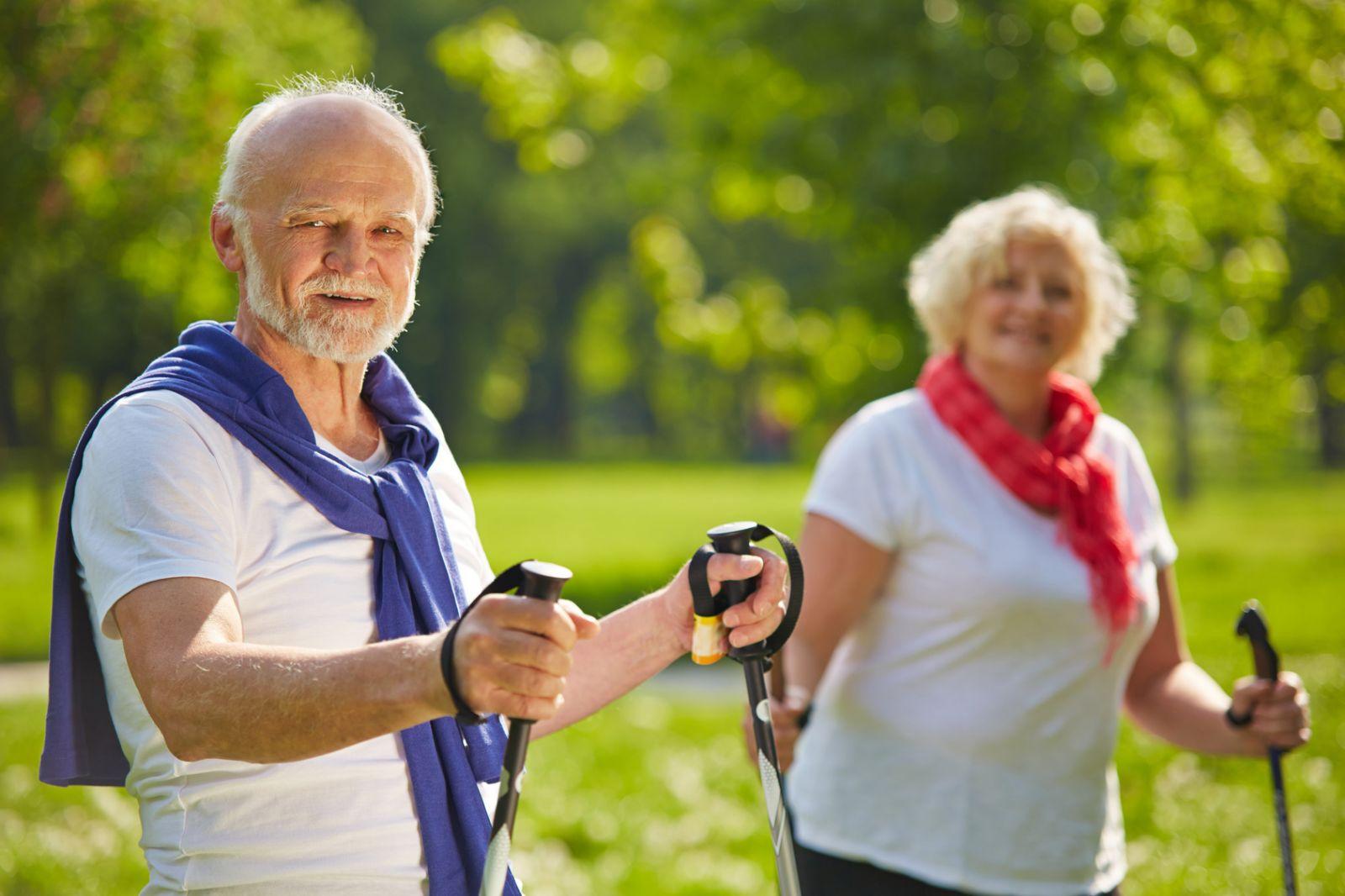 Скандинавская ходьба для пожилых эффективность