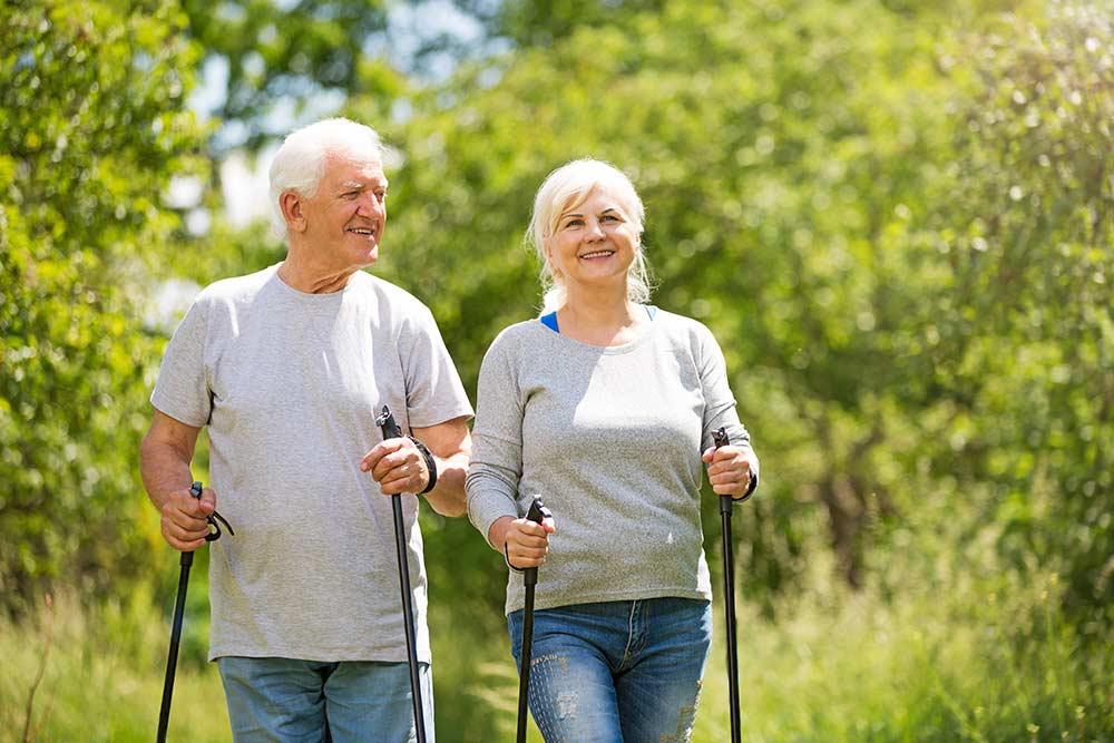 Скандинавская ходьба для пожилых показания