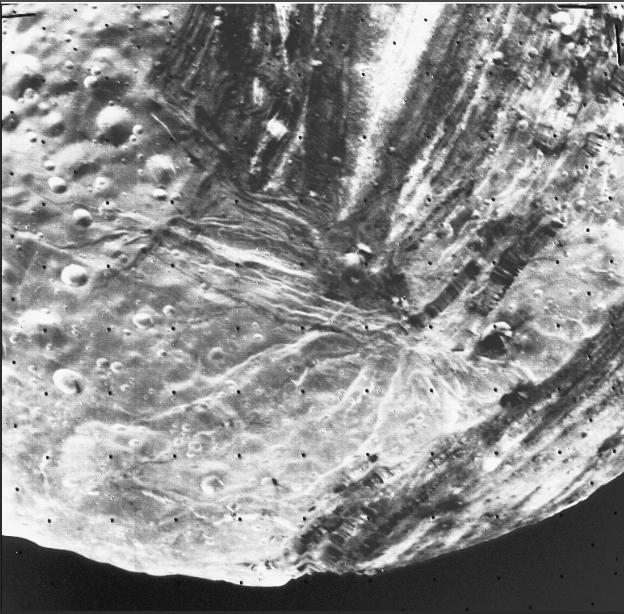 Близкое изображение спутника Миранда