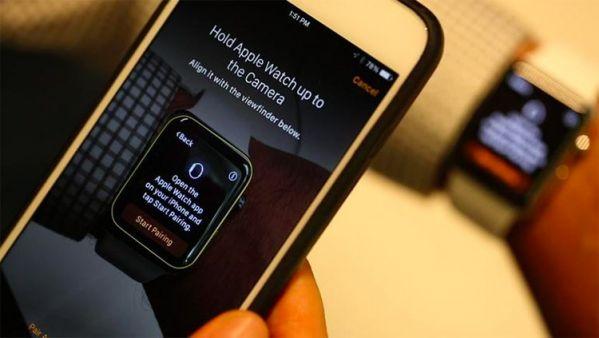 Наведение камеры iPhone на Apple Watch
